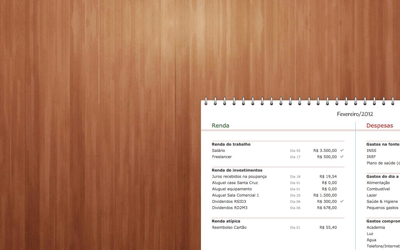 Parte de um orçamento doméstico feito no goldmap em um fundo de madeira