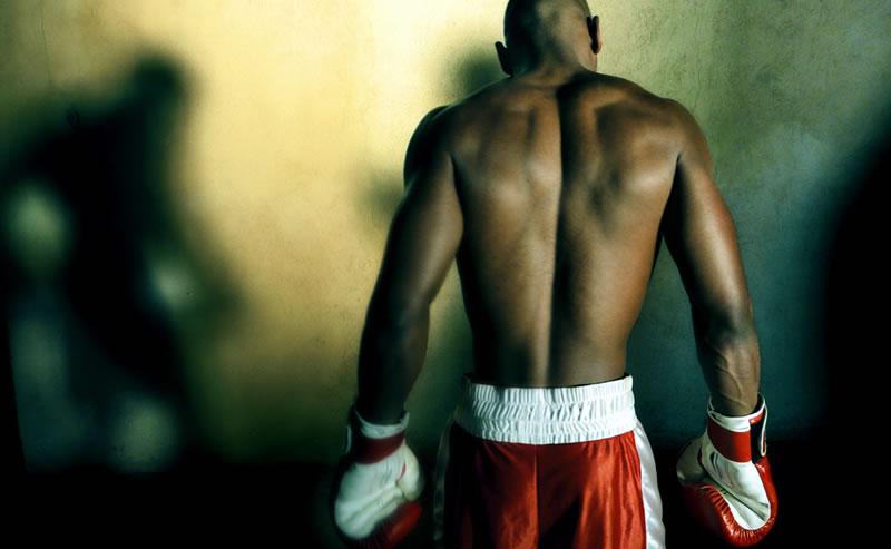 Lutador de boxe concentrado